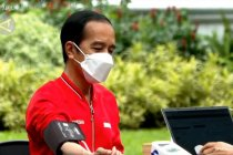 Disuntik vaksin dosis kedua, Presiden Jokowi ingatkan protokol kesehatan