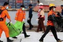 Basarnas evakuasi 17 kantong jenazah korban Sriwijaya Air SJ-182