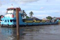 Kapal feri alternatif angkutan barang di Kalsel selama banjir