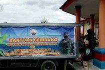 Pejabat TNI-AL salurkan bantuan untuk korban banjir di Halmahera Utara