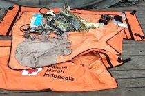TNI AL dan Basarnas kembali serahkan 10 kantong jenazah korban Sriwijaya SJ-182