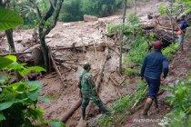 13 rumah di Desa Sawaran Kulon Lumajang tertimbun longsor