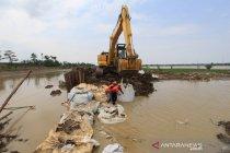 Tanggul Sungai Cipanas di Indramayu kembali jebol