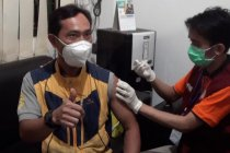 Ratusan pedagang pasar tradisional antusias ikuti vaksinasi COVID-19