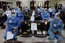 Vaksinasi COVID-19 untuk petugas kesehatan di Kuala Lumpur