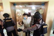 Penyidik KPK bawa tiga koper dari Kantor PUPR Sulawesi Selatan