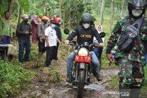 Warga terdampak longsor di Sawaran Kulon dikunjungi Bupati Lumajang
