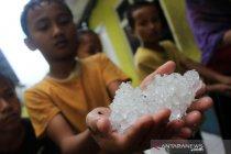 Kemarin, peluncuran Guru Belajar dan Berbagi hingga hujan es