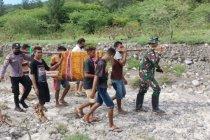 TNI bantu evakuasi jasad warga terseret sungai Taloi Kabupaten Kupang