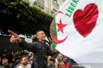 "Warga Aljazair \""nyoblos\"" dalam pemilihan parlemen"