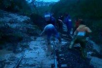 Jalur KA Pohgajih-Kesamben Blitar bisa dilewati lagi setelah longsor