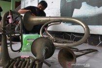 Perawatan alat musik koleksi museum Brawijaya