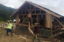 Warga Kampung Ibele Jayawijaya bantu pembangunan fisik TMMD