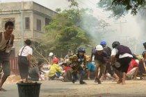 Pasukan keamanan Myanmar tembaki demonstran pekerja medis