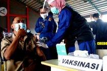 Vaksinasi tahap kedua di Cirebon dan Jambi