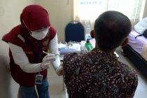 Perawat perempuan pejuang pandemi COVID-19