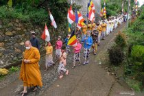 Ritual peletakan patung Dewi Sri