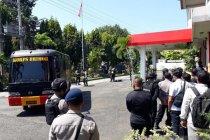 Petugas ledakkan tas misterius di halaman Kantor DPRD Kediri