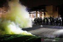 Demo menentang penembakan warga oleh polisi di Brooklyn Center AS