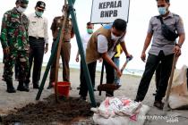 Kepala BNPB tinjau realisasi program vegetasi di pantai Pariaman
