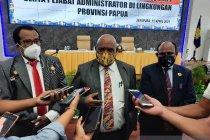 Wagub Papua prihatin tenaga medis dan guru harus dievakuasi dari Beoga