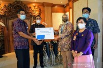 Pemkot Denpasar terima CSR kursi roda penyandang disabilitas