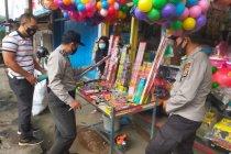 Polresta Mataram menyita ribuan petasan dari pedagang