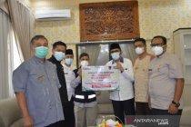 Pemkot dan warga Padang serahkan bantuan untuk bangun masjid di Sulbar
