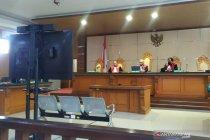 Hakim PN Bandung tunda sidang Bahar Smith karena korban tak hadir