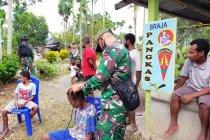 Satgas TNI buka layanan pangkas rambut gratis warga di perbatasan
