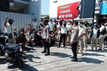 Karyawan perusahaan distributor WINGS mengadu ke Disnaker Tulungagung