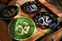 Piring rongsok jadi baru dengan motif kaligrafi