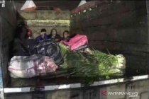 Polisi amankan truk sayur angkut pemudik di Bekasi