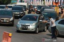 Sejumlah kendaraan masuk Surabaya dipaksa putar balik