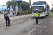 Ribuan angkutan umum di Aceh digudangkan terkait larangan beroperasi