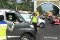 Ratusan kendaraan diputarbalikkan di jalur utama Bandung-Cianjur