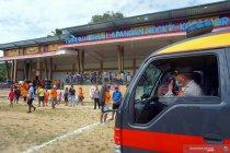 Pembubaran kerumunan penonton bola di Papua Barat