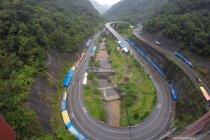 Arus kendaraan jembatan layang Kelok Sembilan