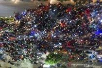 Ribuan pemudik motor terjebak kemacetan di penyekatan Bekasi-Karawang