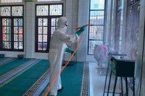Brimob Polda Sumut sterilkan rumah ibadah di Medan jelang Lebaran