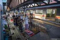 Shalat Idul Fitri di Stasiun Kereta Api