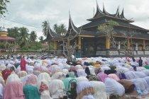 Shalat Idul Fitri Tarekat Syattariyah di Padangpariaman
