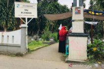 Masih ada warga Kota Bogor yang ziarah di TPU pada libur Lebaran
