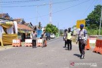 Polisi tutup akses masuk ke sejumlah objek wisata pantai di Jember