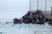 Imigran Maroko berenang lintasi laut menuju Spanyol