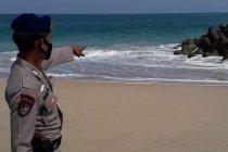 Polisi Blitar tangani wisatawan yang terseret ombak