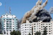 Menara media Gaza tempat AP berkantor runtuh oleh rudal Israel