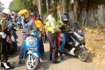 Suasana penyekatan dan pemeriksaan pemudik arus balik di Cirebon