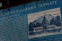 Tak ada jamaah berkain sarung di Masjid Kesultanan Ternate
