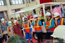 Mensos tinjau balai perakitan sepeda motor disabilitas di Bogor